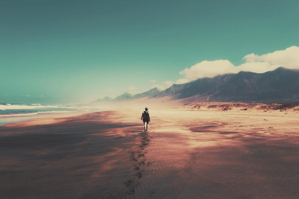 camminare spiaggia
