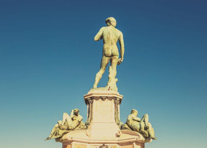 statua david di michelangelo dal dietro